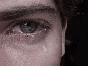Психологи назвали главные ошибки, присущие несчастным людям