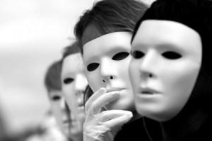 Лицемеры посылают ложные сигналы, а лжеца можно узнать по лицу